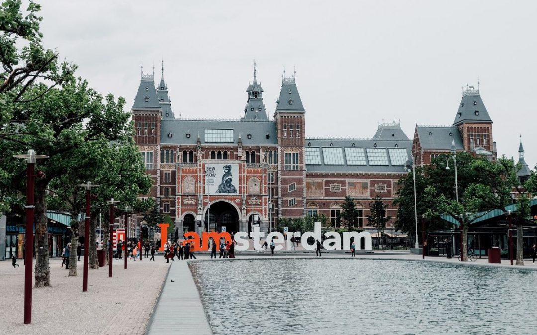 A photo of a prominent tourist destination in Amsterdam.